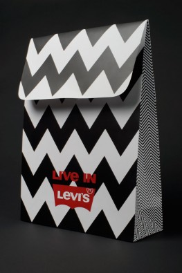 """Бумажный пакет с логотипом """"Levi's"""""""