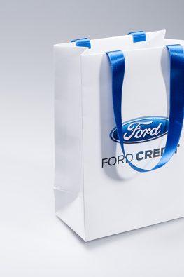 Бумажный пакет c ручками лентами FORD Credit