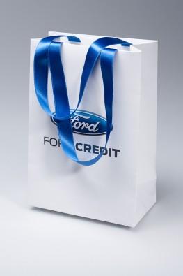 """Бумажный пакет для компании """"FORD"""" с ручками лентами"""