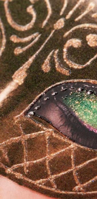 Образец выборочной УФ-лакировки текстурными лаками на примере информационного буклета типографии EGF (Еврографика)