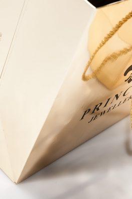 Бумажный пакет Princess Jewellery на металлизированной бумаге с золотыми веревочными ручками