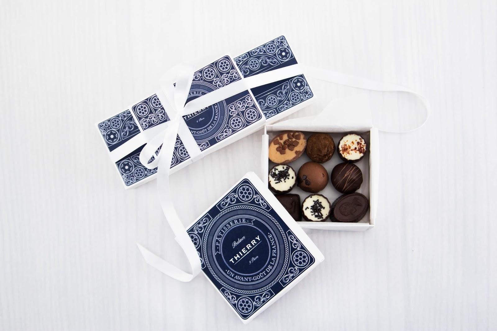 ребрендинг, фирменный стиль, бумажные пакеты, коробочки из картона, открытки, приглашения, визитки, полиграфия, дизайн, упаковка