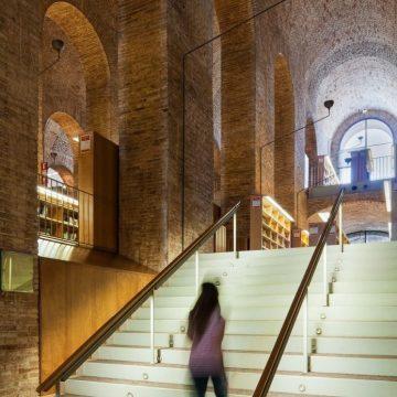Библиотека Университета им. П. Фабра. Барселона, Испания
